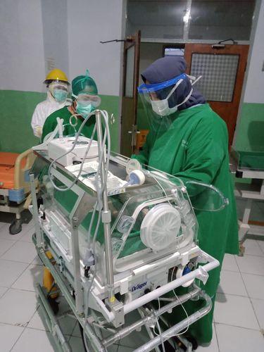 Seorang ibu hamil yang positif Corona sukses menjalani operasi sesar, banyinya pun dinyatakan negatif Corona (dok. Istimewa)