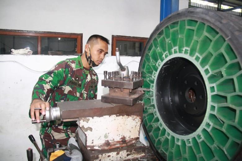 Teknologi ban tanpa udara yang dikembangkan oleh TNI AD
