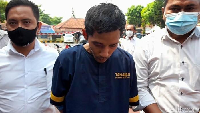 Pelaku pembunuhan terhadap pasutri di Tegal mengungkap latar belakang terjadinya pembunuhan itu. Alasan pembunuhan itu karena sakit hati sering direndahkan.