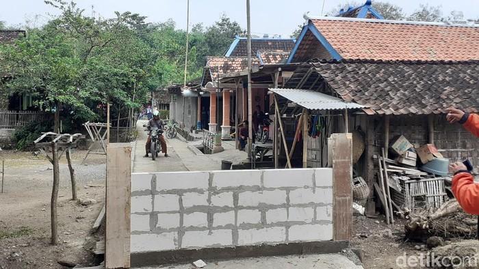 Akses jalan di Dukuh Ngledok, Desa Gading, Kecamatan Tanon, Sragen ditembok pemilik pekarangan