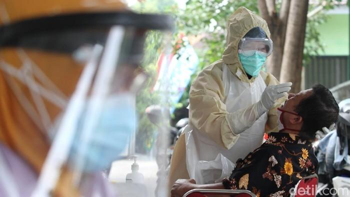 Seorang pegawai Bagian Humas dan Protokol Setda Pemkot Solo terkonfirmasi positif virus Corona. Akibatnya satu gedung di Balai Kota Solo harus ditutup selama tujuh hari.