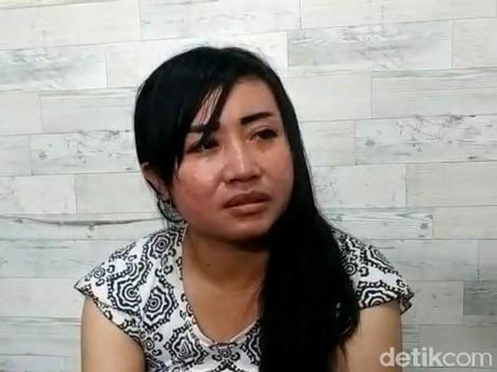 Tirani Ika Pratiwi (35) merupakan pemilik akun Facebook Tea Ranich yang curhat soal nasib ibunya. Menurutnya, sang ibu yang menderita diabetes dilabeli COVID-19 saat meninggal di RSUD dr R Soedarsono, Kota Pasuruan.