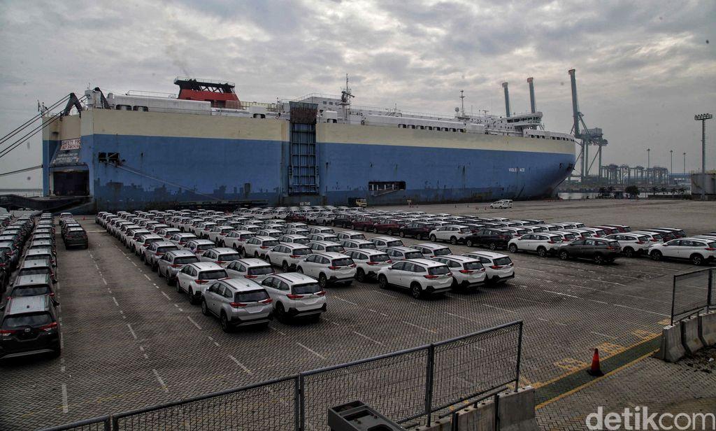 Kegiatan ekspor mobil terus dilakukan meski di tengah pandemi COVID-19. Pasalnya, kegiatan ekspor merupakan salah satu pemasukan devisa ke negara.