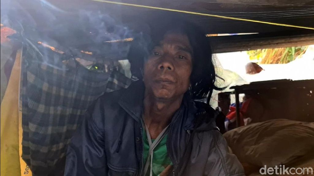 Kisah Eman, Pria Penunggu Bak Sampah di Sukabumi