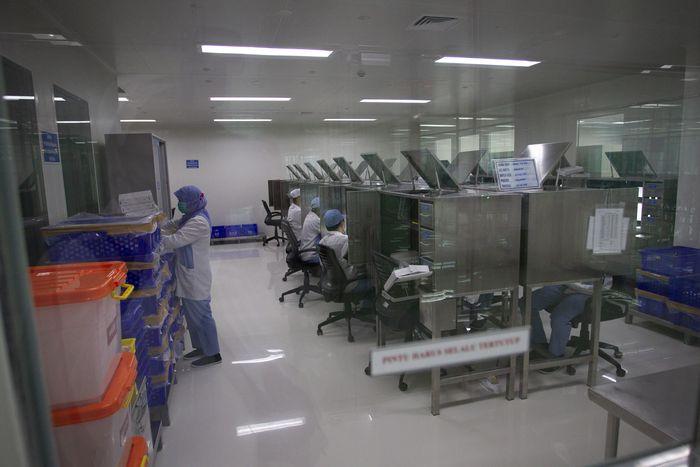 Suasana fasilitas produksi vaksin COVID-19,  di kantor Bio Farma, Bandung, Jawa Barat, Selasa (4/8/2020). ANTARA FOTO/Dhemas Reviyanto/hp.