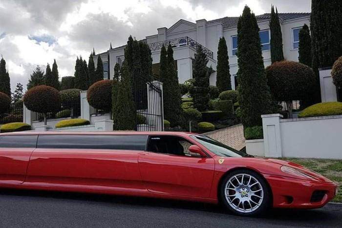 Ferrari 360 Modena yang dimodifikasi menjadi limusin
