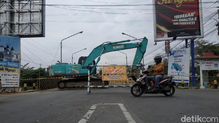 jembatan lembu peteng ditutup