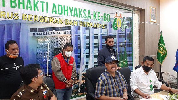 Jumpa pers penangkapan buronan kasus korupsi Pertamina di Kejari Cilacap, Selasa (4/8/2020).