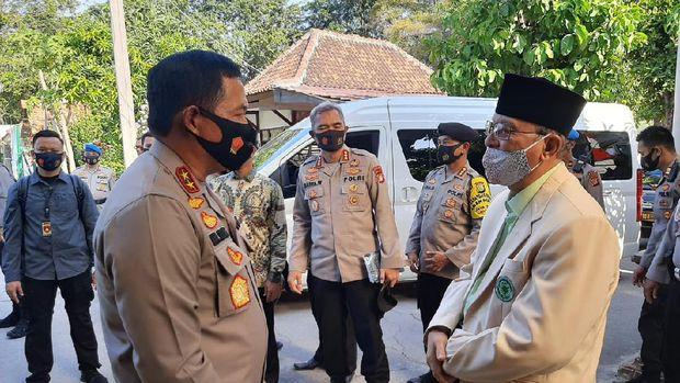 Kapolda Metro Jaya Irjen Nana Sujana mengunjungi pondok pesantren At-Taqwa di Kabupaten Bekasi, Jawa Barat.