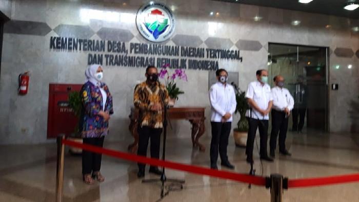 Mendagri Tito Karnavian dan Mendes PDTT Abdul Halim Iskandar (Foto: Rahel/detikcom)