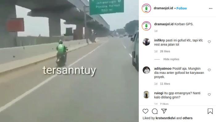 Ojol melaju di jalan tol Jakarta-Cikampek.