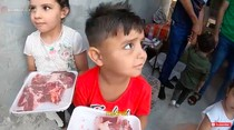 Daging Kurban Indonesia Dibagikan di Gaza, Seperti Ini Momennya