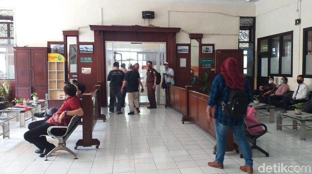 Satu Hakim dan Pegawai PN Surabaya Positif COVID-19, Pelayanan Berjalan Normal