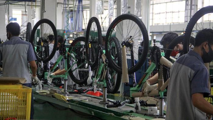 Permintaan sepeda meningkat di masa pandemi ini. Produsen sepeda Polygon, PT Insera Sena pun menargetkan produksi 700 ribu unit sepeda pada tahun 2020 ini.
