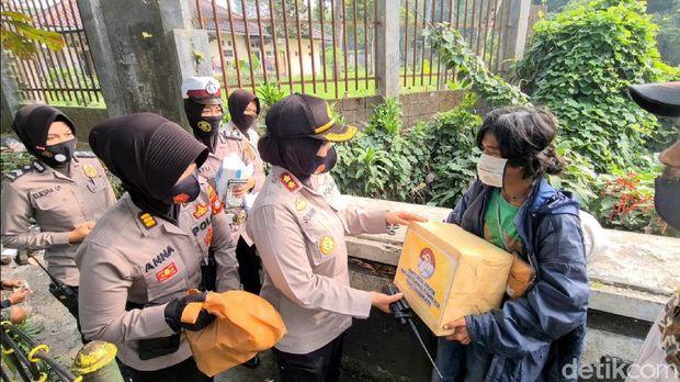 Pria Penunggu Bak Sampah di Sukabumi
