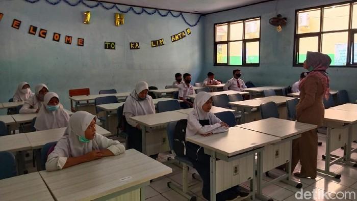 Salah satu SMP di Cilegon, Banten yang mulai memberlakukan sekolah tatap muka.