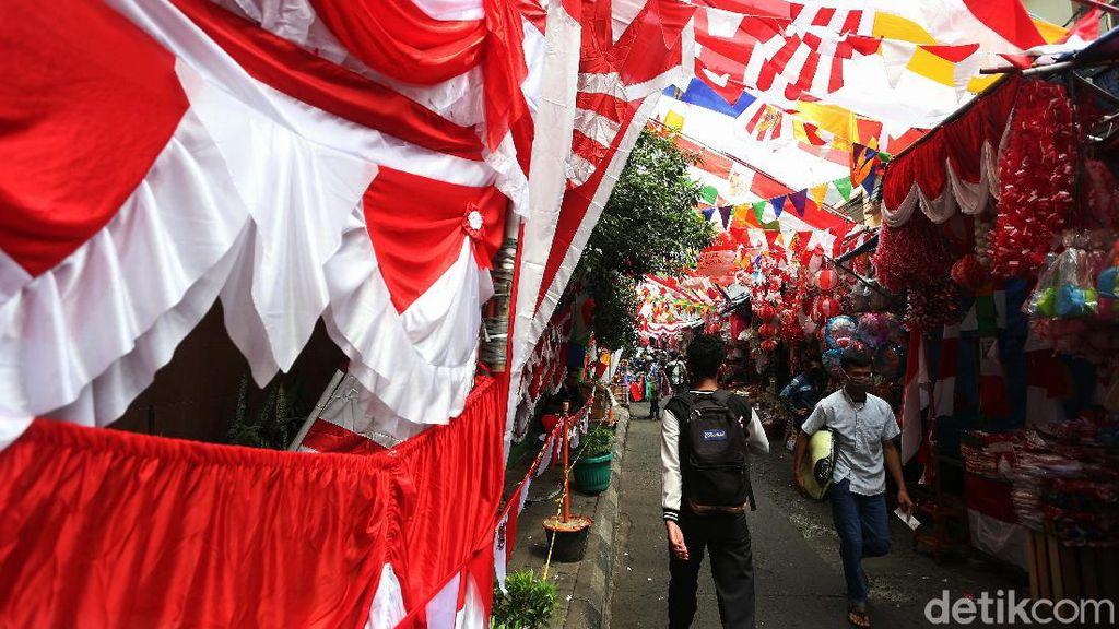 Semarak Merah Putih di Pasar Master Jatinegara
