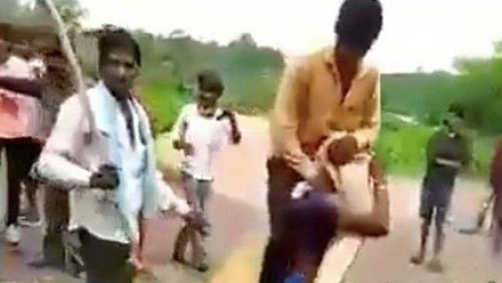 Viral Video Wanita Dituduh Selingkuh Dipaksa Gendong Suami