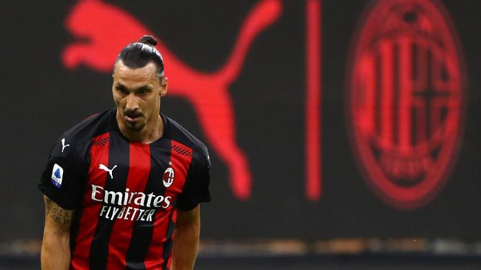 MILAN, ITALY - AUGUST 01:  Zlatan Ibrahimovic of AC Milan looks on during the Serie A match between AC Milan and Cagliari Calcio at Stadio Giuseppe Meazza on August 1, 2020 in Milan, Italy.  (Photo by Marco Luzzani/Getty Images)