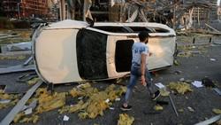 Deretan Mobil yang Rusak Akibat Ledakan di Lebanon