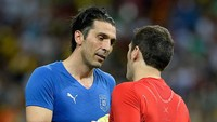 Gianluigi Buffon So Sweet Banget ke Iker Casillas