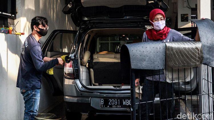 Jasa Cuci Mobil Pasangan Tuna Rungu yang Viral di Tangerang
