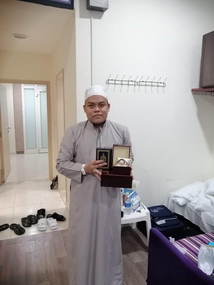 Jemaah haji pemenang arloji mewah (Dok. KBRI Riyadh)