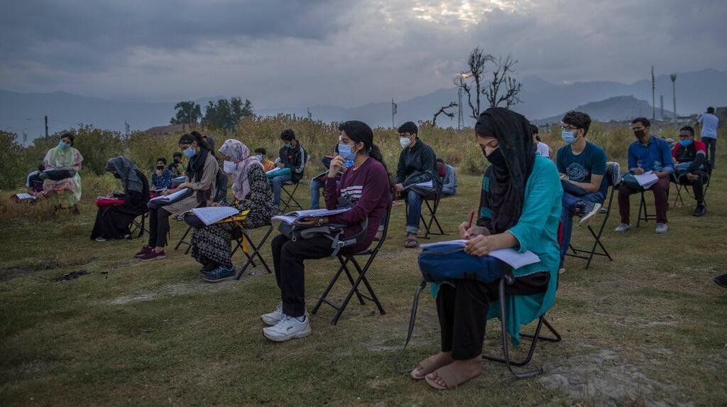 Setelah Kerusuhan, Kini Anak-Anak Kashmir Berjuang Sekolah Saat Pandemi