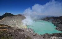 Gunung yang terkenal dengan api biru abadinya ini berdiri di ketinggian 2.368 Mdpl. Temui saja gunung ini di ujung Pulau Jawa, tepatnya di Kabupaten Bondowoso, Banyuwangi, Jatim. (Ardian Fanani/detikTravel)