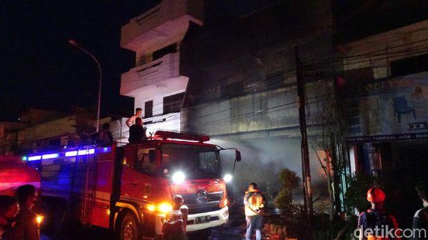 Kebakaran melanda toko di Rembang, Rabu (5/8/2020).
