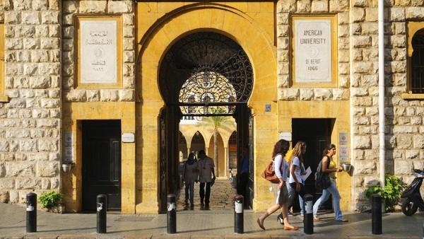 Keberadaan American University of Beirut ikut memberi sumbangsih terbentuknya kebudayaan Beirut yang merupakan perpaduan budaya timur dan peradaban modern barat. (Getty Images/Joel Carillet)