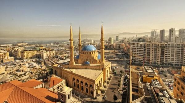 Kawasan Downtown Beirut juga sayang untuk dilewatkan. Di sini, traveler bisa melihat-lihat sisi Beirut yang lebih bersejarah. Nikmatilah keindahan Masjid Al Amin ini. (Getty Images/iStockphoto/ramzihachicho)
