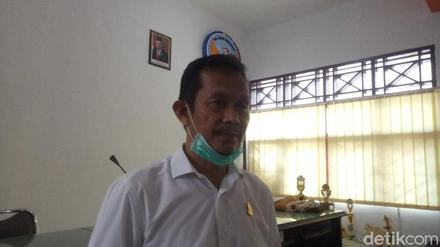 Kepala Sekolah SMP Negeri 6 Makassar, Munir (Ibnu Munsir-detikcom).
