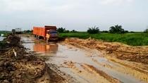 Jalan di Desa Sontang Riau Ini Rusak, Hanya Truk Besar yang Bisa Lewat