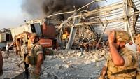 Tentara berjaga di sekitar ledakan besar Beirut. Penyebab ledakan belum diketahui.(AFP/STR)