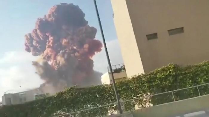 Ledakan besar mengguncang Beirut, Lebanon. Total saat ini korban tewas akibat insiden itu berjumlah 78 orang.