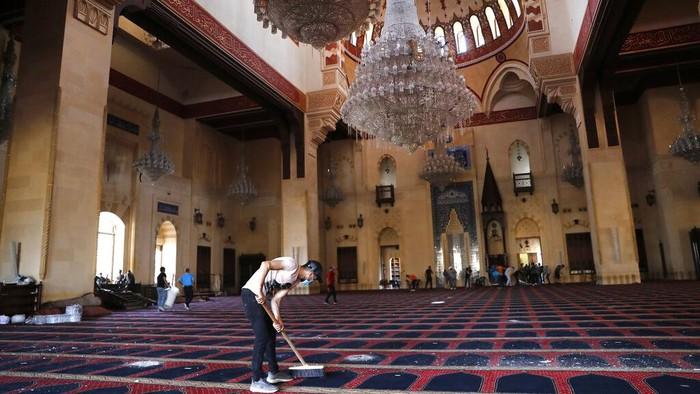 Sejumlah rumah ibadah di Beirut, Lebanon, rusak akibat ledakan besar. Kerusakan imbas ledakan itu pun cukup berat.