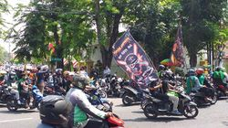 Ratusan Pendekar Geruduk PN Surabaya Kawal Sidang Perdana Pembunuh Anggotanya
