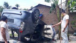 Mobil BNN Deli Serdang Dirusak Warga Saat Gerebek Narkoba