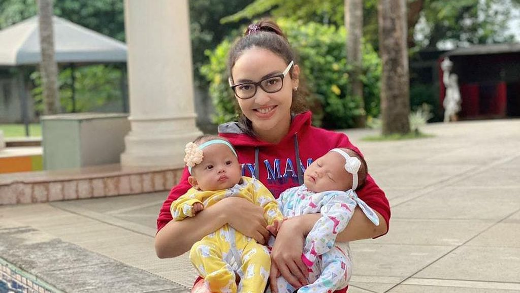10 Momen Crazy Rich Jakarta Rawat 6 Bayi Terlantar di Rumah Mewahnya