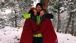 Foto: Pria Hidup Akur Dengan 2 Wanita, Hubungan Poliamorinya Jadi Kontroversi