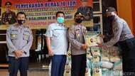 10 Ton Beras dan Masker Dibagikan ke Masyarakat Banyuwangi