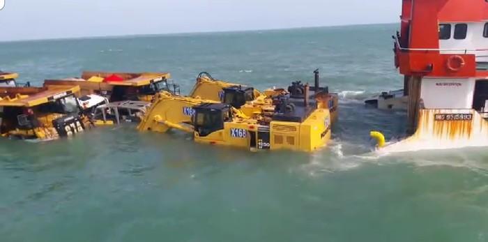 pengangkatan kapal tenggelam