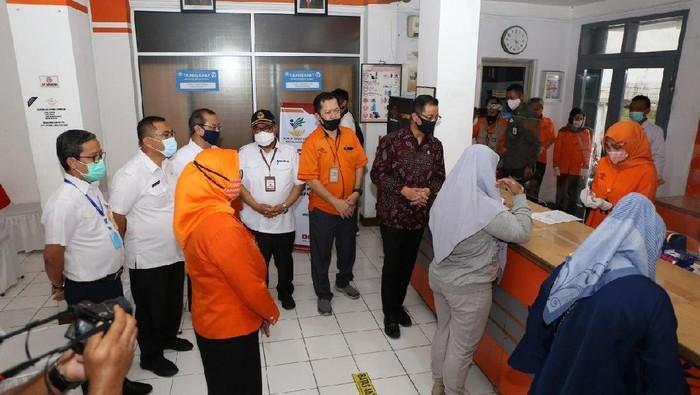 Dalam upaya mengurangi dampak pandemi yang belum berakhir, Pemerintah melalui Kemensos kembali menyalurkan BST Periode II melalui PT Pos Indonesia.