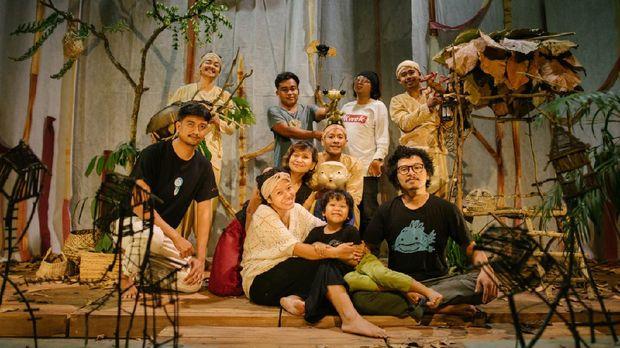 Pertunjukan Papermoon Puppet Theatre A Bucket of Bettler Digelar Virtual pada 1-2 Agustus 2020