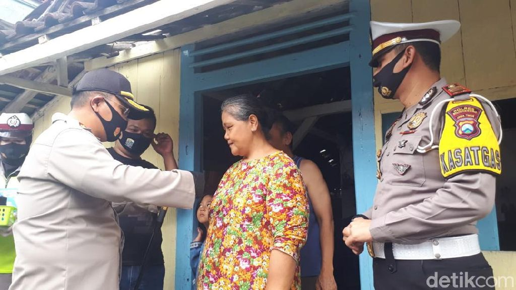 Polisi di Bojonegoro Laksanakan Instruksi Presiden Kampanyekan Pakai Masker