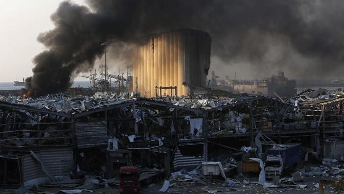 Dua ledakan besar yang terjadi di Beirut, Lebanon, menewaskan sedikitnya 73 orang dan ribuan lainnya luka-luka. Ledakan ini juga menimbulkan kerusakan parah.