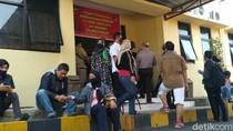 Polisi Cek Kesehatan BigBoss Paket Kurban Cianjur yang Masih Dirawat