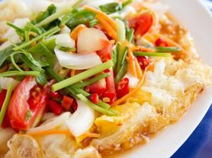 Resep Salad Telur Goreng ala Thai yang Segar Buat Sarapan