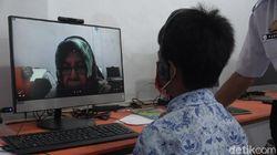Kisah Anak Buruh di Makassar Tak Punya Gawai untuk Belajar Daring